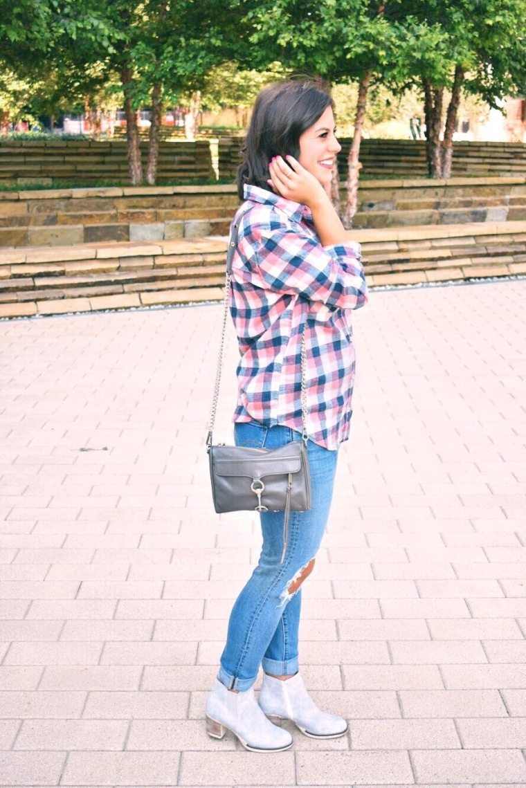 Flannel // Levi Jeans // Light Grey Booties // Fall Style